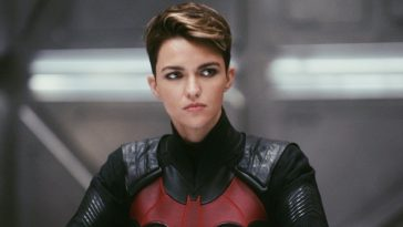 Batwoman Edited Out Of A 'Crisis On Infinite Earths Scene' On The CW