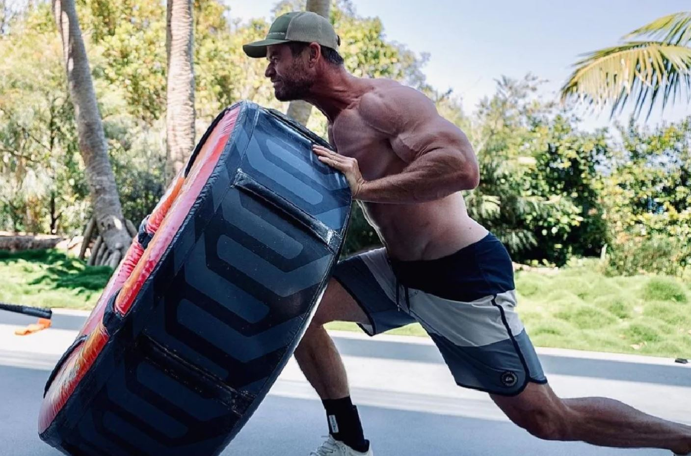 chris-hemsworth-talks-about-his-workout